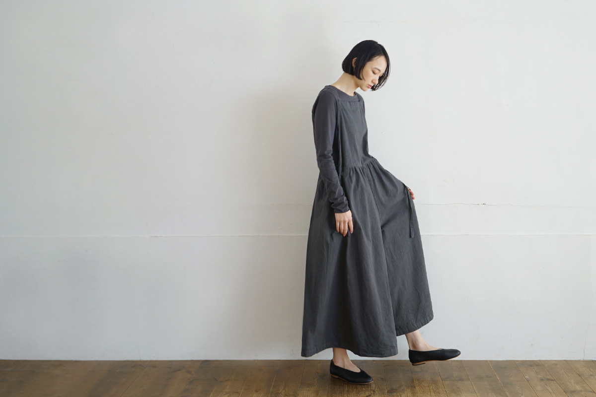 Mochi モチ apron salopette [charcoal grey]
