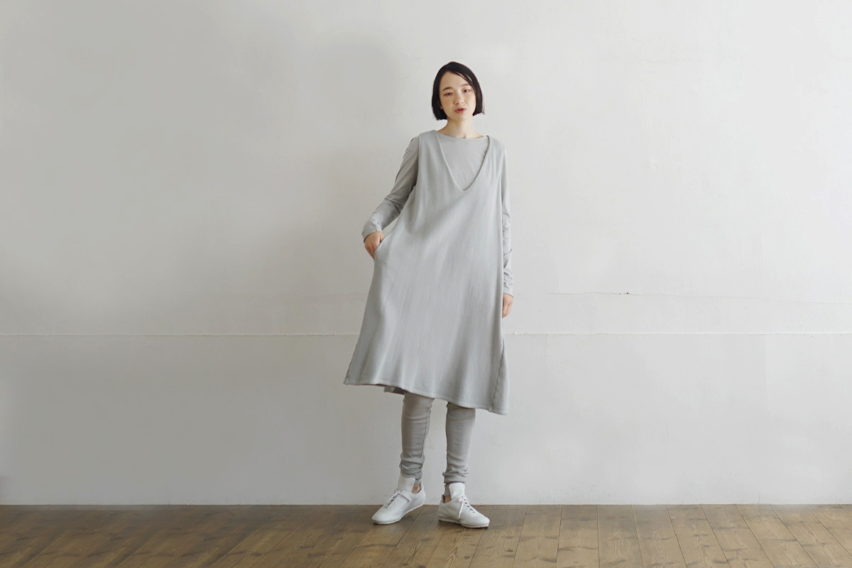 Mochi モチ v-neck one piece [grey fog]