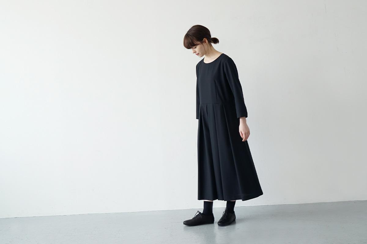 Mochi tuck dress [ma21-op-02/black]