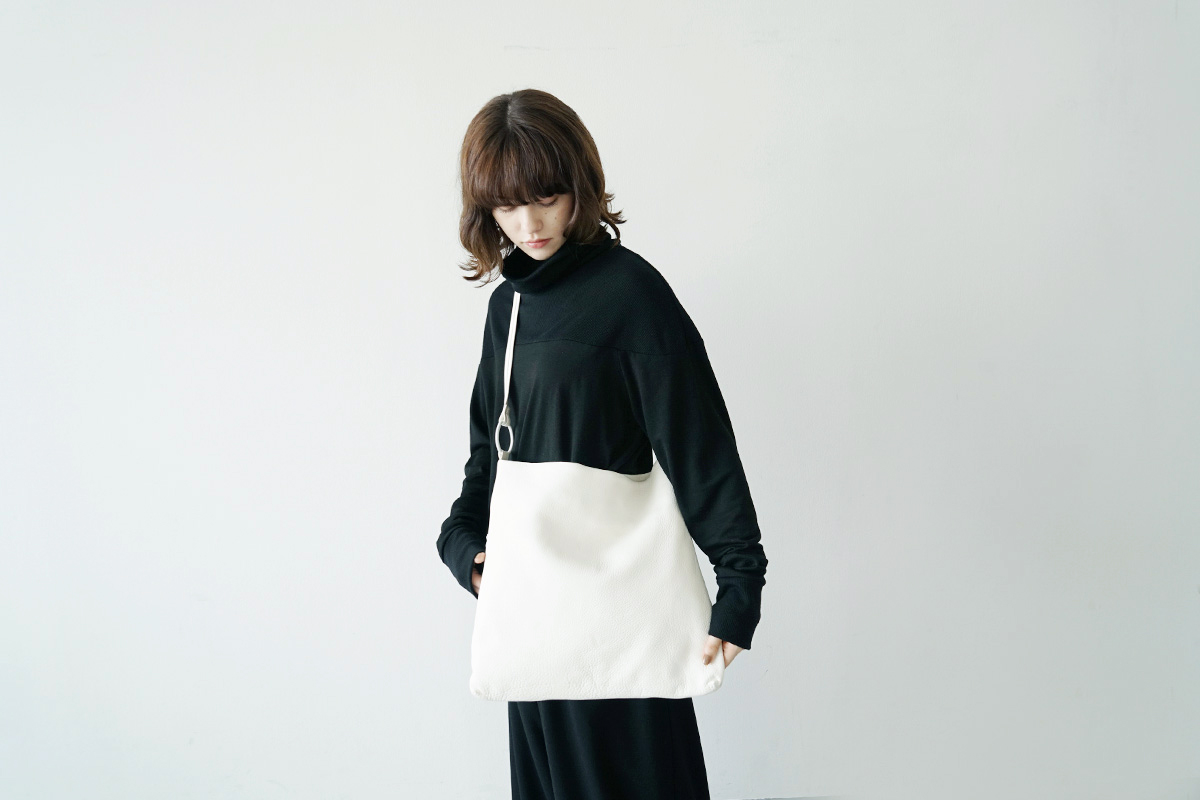 Mochi square shoulder bag [ma-pro-08/white]