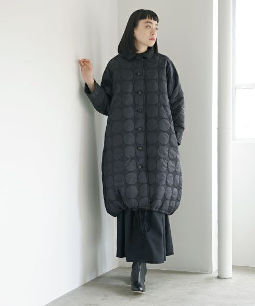 Mochi モチ quilted coat [black]