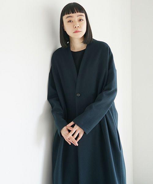 Mochi モチ v-neck no collar coat