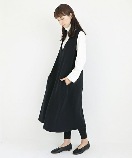 Mochi モチ v-neck one piece [black]